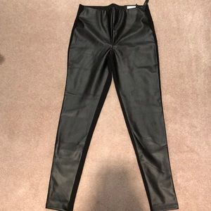 Black faux leather , material leggings size s